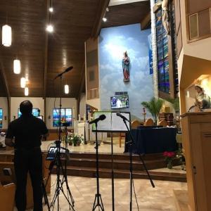 カトリックスクール ソシャールディスタンスでの卒業式と先週の教会ミサ