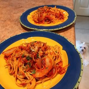 ベーコンと玉ねぎのトマトソーススパゲッティ♪(動画付き)