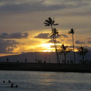 ★ハワイのサンセットとカヌーの練習風景