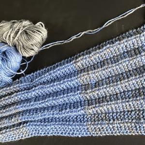「プリーツ編み」のネックウォーマー (未完成)