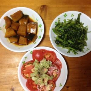 日曜日は冷蔵庫の掃除(^-^)/空芯菜の炒めものエビアボカドサラダとかぼちゃの煮付けです。子供…