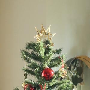クリスマスツリーの足元がそっけない……