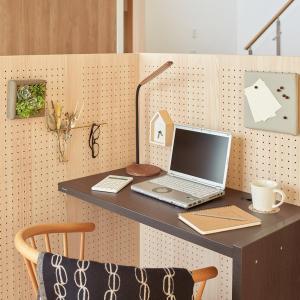 工事不要の半独立型ワークスペース「コモル」が、狭い家の在宅勤務にもリビング学習にも使えそう