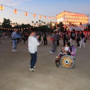 「八尾河内音頭まつり」踊り子 電動車椅子の少女