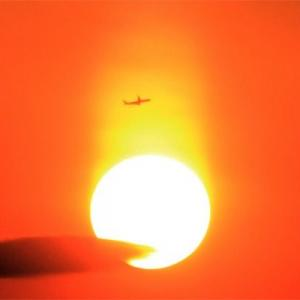 八尾空港ランウエー27エンター夕刻のフォト散歩 真ん丸夕陽