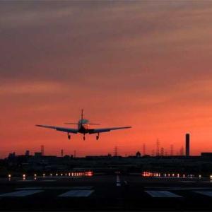 八尾空港ランウエー27エンター夕刻のフォト散歩 管制塔に落陽 2