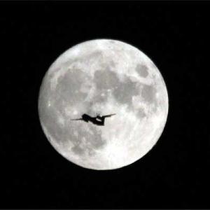 八尾空港ランウエー27エンター フォト散歩 敬老の日の月見