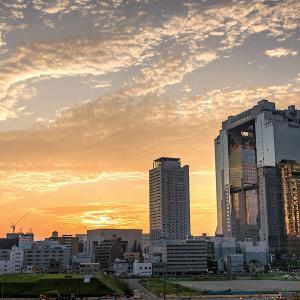 大阪駅周辺と梅田スカイビルの夜景