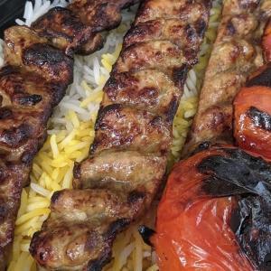 安くて美味しいボリューム満点 ノースバンクーバーのひき肉ケバブ Cazba Restaurant