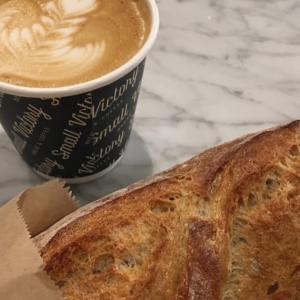 バンクーバーでカフェラテが美味しいおしゃれでモダンなベーカリーカフェ Small Victory Bakery