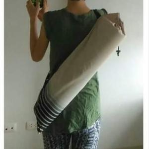 便利な折り畳みヨガマット、でもマニラでは丸めて背負うのが安全!?