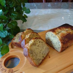 紅茶のバナナパウンドケーキとシュークリーム