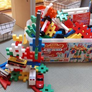【おもちゃ収納】溢れるブロックにシーグラスバスケット