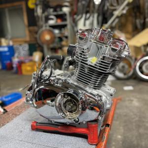 今度はGSのメッキエンジン