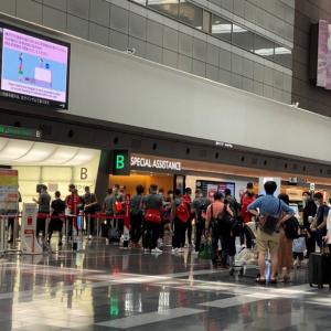 もうバブルは割れていた 五輪関係者と一般客が交わる空港の現実