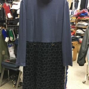 OPTI オプティ 切替 ワンピース 長袖 タートル ひざ下 刺繍 ブルー ブラック 03