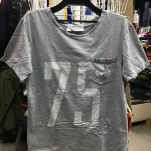 フランス製 メゾンキツネ MAISON KITSUNE ナンバー Tシャツ ポケット グレー S