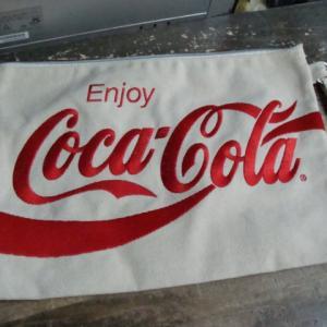 Coca-Cola コカ ・コーラ 刺繍 キャンバス生地 クラッチバック 生成り