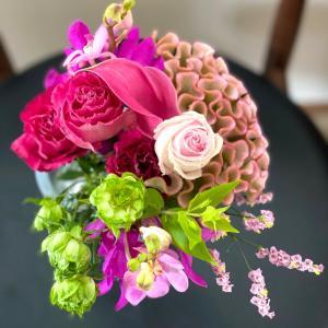 絵を飾るように花を飾る、青山フラワーマーケットの定期便