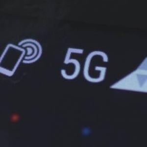 5G 提供エリア拡大へ4Gの周波数を活用 総務省  通信速度は4Gの水準に