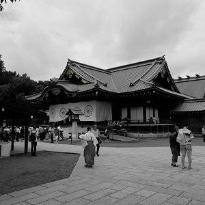 靖国神社へ