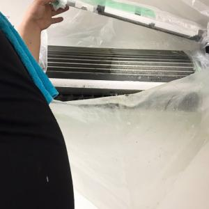 冷静と情熱のあいだに。冷房と暖房の合間に。エアコンお掃除外注しました!