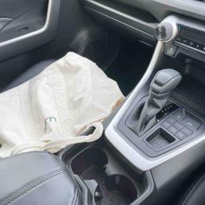 車内はものゼロ。