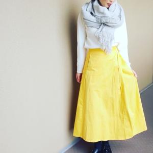 黄色スカートコーデ