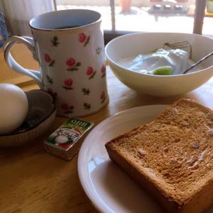ベランダ朝食は秋までお休みかな