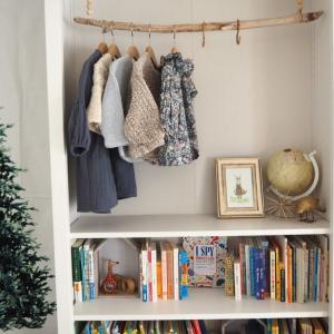 本棚の模様替えとクリスマス準備。
