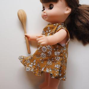 ベビー服を雑リメイクしてソランちゃんのムームーにした。