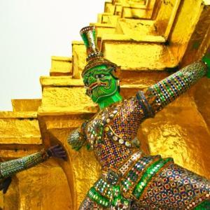 仏塔の鬼神