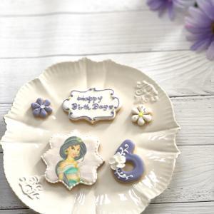 お誕生日のお祝いにアイシングクッキー