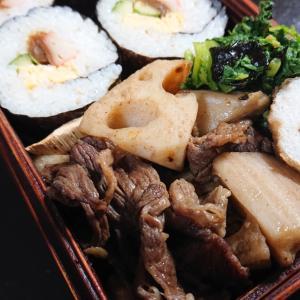 牛肉とレンコンの炒め物と巻寿司弁当