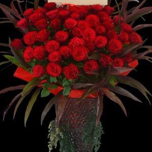 豪華赤バラのスタンド花 沖縄の花屋アレンジマニア