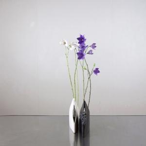 茎の曲がり具合を楽しむと、花が上手く寄り添ってくれる