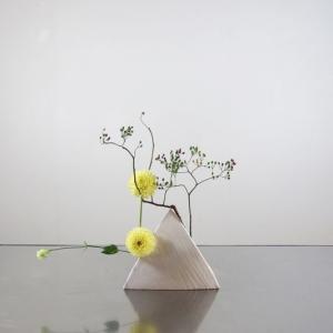 花材の配置を、ちょっとユニークに