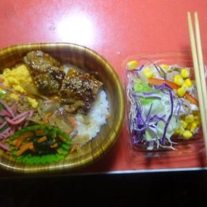夕飯、KOBENTO(鶏づくし)弁当でした。
