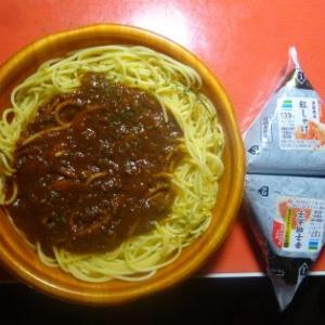 夕飯、お惣菜、ミートソースでした。