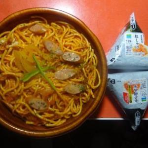 夕飯、お惣菜、ナポリタンでした。
