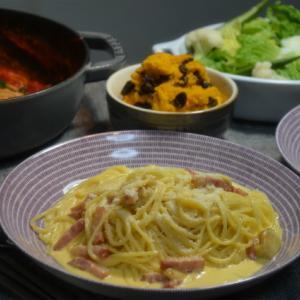 ストウブで「トマトチーズパスタとカルボナーラの晩ごはん」