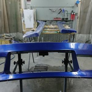 エアロパーツの削り作業