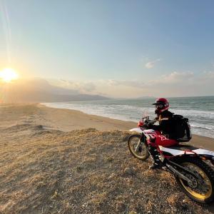 セローで砂浜✖️夕陽
