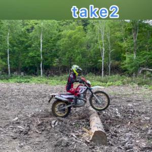 オフロードバイクで、丸太超え その2