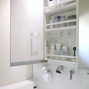 【100均】グッズで、歯ブラシを吊り下げ収納!洗面台の鏡裏を有効利用!