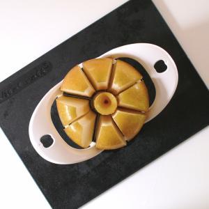 【ダイソー】リンゴカッターが時短で優秀!面倒な芯抜きと均等カットが一瞬でできる!