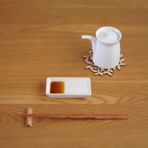 技ありの斜め醤油皿を【セリア】で発見!醤油のつけ過ぎが防げて、ヘルシー&経済的!