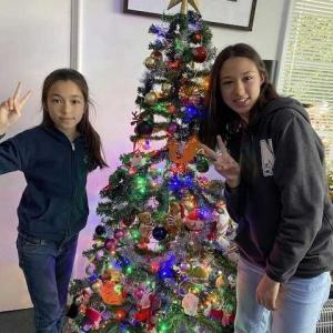クリスマスツリー飾りました〜!