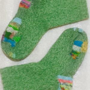 1玉154円の毛糸で編んだ靴下の4年後の姿
