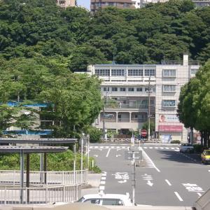 JR東日本根岸線根岸駅前